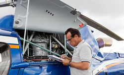 manutenção de avião